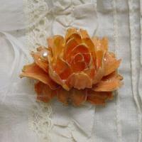 シックな薔薇と真珠の帯留め(黄)
