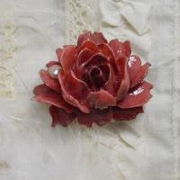 シックな薔薇と真珠の帯留め(濃ピンク)