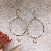<img class='new_mark_img1' src='https://img.shop-pro.jp/img/new/icons14.gif' style='border:none;display:inline;margin:0px;padding:0px;width:auto;' />Turquoise Sun Charm Hammerd Hoop Pierced Earring ターコイズ サンチャーム ハンマードフープ 14kgfピアス