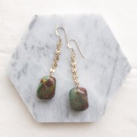 <img class='new_mark_img1' src='//img.shop-pro.jp/img/new/icons14.gif' style='border:none;display:inline;margin:0px;padding:0px;width:auto;' />Chrysoprase Design Chain 14kgf  Pierced Earring 一粒クリソプレーズ 14kgfピアス