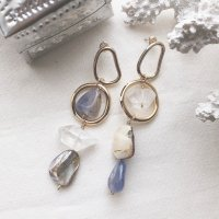 <img class='new_mark_img1' src='//img.shop-pro.jp/img/new/icons14.gif' style='border:none;display:inline;margin:0px;padding:0px;width:auto;' />Blue Chalcedony Crystal Quartz & Shell Hoop Design Pierced Earring カルセドニー クリスタルクォーツ シェル フープデザイン ピアス
