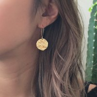 <img class='new_mark_img1' src='https://img.shop-pro.jp/img/new/icons57.gif' style='border:none;display:inline;margin:0px;padding:0px;width:auto;' />Brass Coin Charm 14kgf Hoop Pierced Earring ムーン&スターデザイン コインチャーム  14kgfキドニーフックピアス