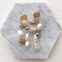 <img class='new_mark_img1' src='https://img.shop-pro.jp/img/new/icons14.gif' style='border:none;display:inline;margin:0px;padding:0px;width:auto;' />Freshwater Pearl & Moon Stone Mix Matt Gold Pierced Earring 淡水パール&ムーンストーン ミックス マットゴールドピアス