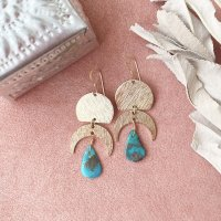<img class='new_mark_img1' src='https://img.shop-pro.jp/img/new/icons14.gif' style='border:none;display:inline;margin:0px;padding:0px;width:auto;' />Brass Moon Charm Drop Turquoise Pierced Earring ブラスムーンチャーム ドロップターコイズ 14kgfピアス