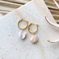 <img class='new_mark_img1' src='https://img.shop-pro.jp/img/new/icons14.gif' style='border:none;display:inline;margin:0px;padding:0px;width:auto;' />Heart Shape Beige Mother of Pearl Hoop Pierced Earring ハートシェイプ ベージュマザーオブパール シェル  14kgfフープピアス