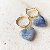 <img class='new_mark_img1' src='https://img.shop-pro.jp/img/new/icons14.gif' style='border:none;display:inline;margin:0px;padding:0px;width:auto;' />Heart Shape Sodalite Hoop Pierced Earring ハートシェイプ ソーダライト 14kgfフープピアス