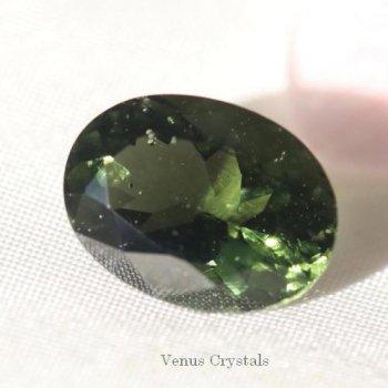チェコ産 隕石の贈りもの モルダヴァイト モルダバイト 大きめルース 2.24ct  10.5mm 同ロットソ済み
