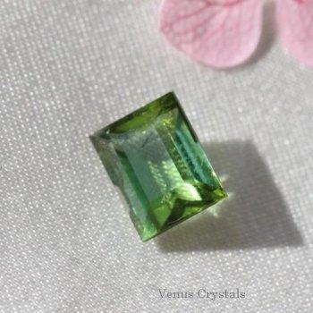 綺麗なグリーン トルマリン ルース 0.92ct  6.0mm