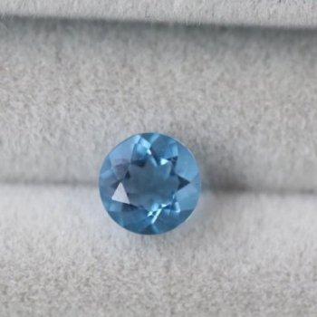 カラーチェンジ ブルー フローライト ルース (ブルーからパープル) 0.60ct  4.9mm