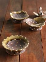 灰釉高台豆皿(輪花)