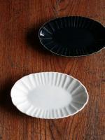 輪花楕円皿 白磁・ルリ釉