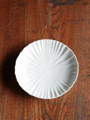 白磁輪花6寸皿