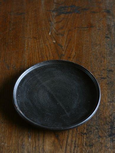 黒釉玉縁7寸皿