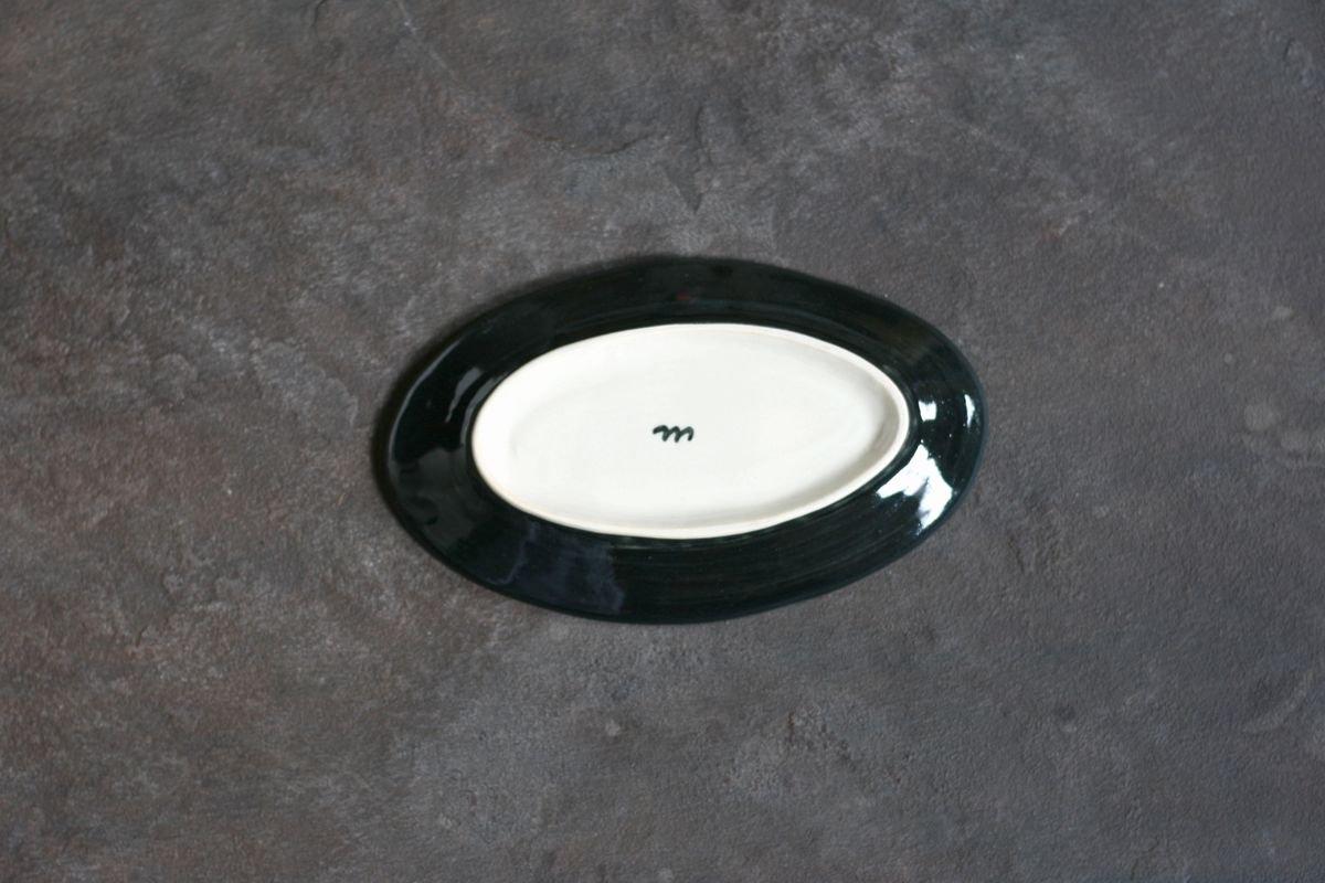 <img class='new_mark_img1' src='https://img.shop-pro.jp/img/new/icons8.gif' style='border:none;display:inline;margin:0px;padding:0px;width:auto;' />矢島操 黒地イロエオーバル皿小