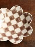 花の形の市松皿(ピンク)