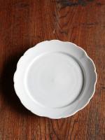 白磁花型リム7寸皿
