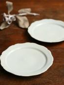 白磁花型リム5寸皿