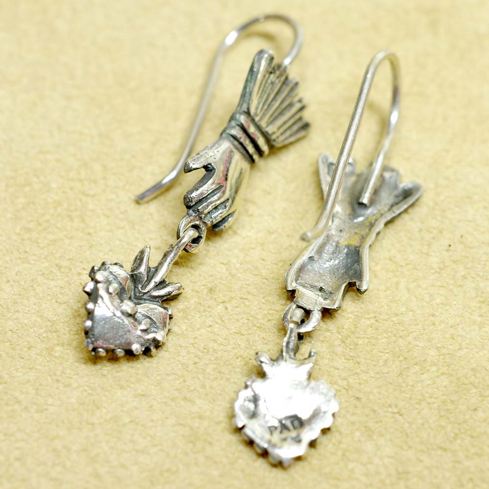 Silver925☆幸運をつかむ手とコラソンのピアス