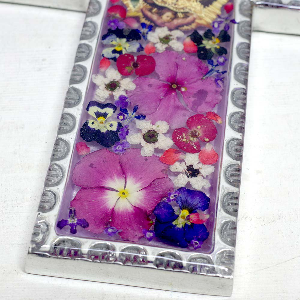 <img class='new_mark_img1' src='//img.shop-pro.jp/img/new/icons13.gif' style='border:none;display:inline;margin:0px;padding:0px;width:auto;' />メキシコ☆生花入り柄枠ピューターマリア様クロス A ☆発送は→【レターパックライト】【レターパックプラス】【宅急便】