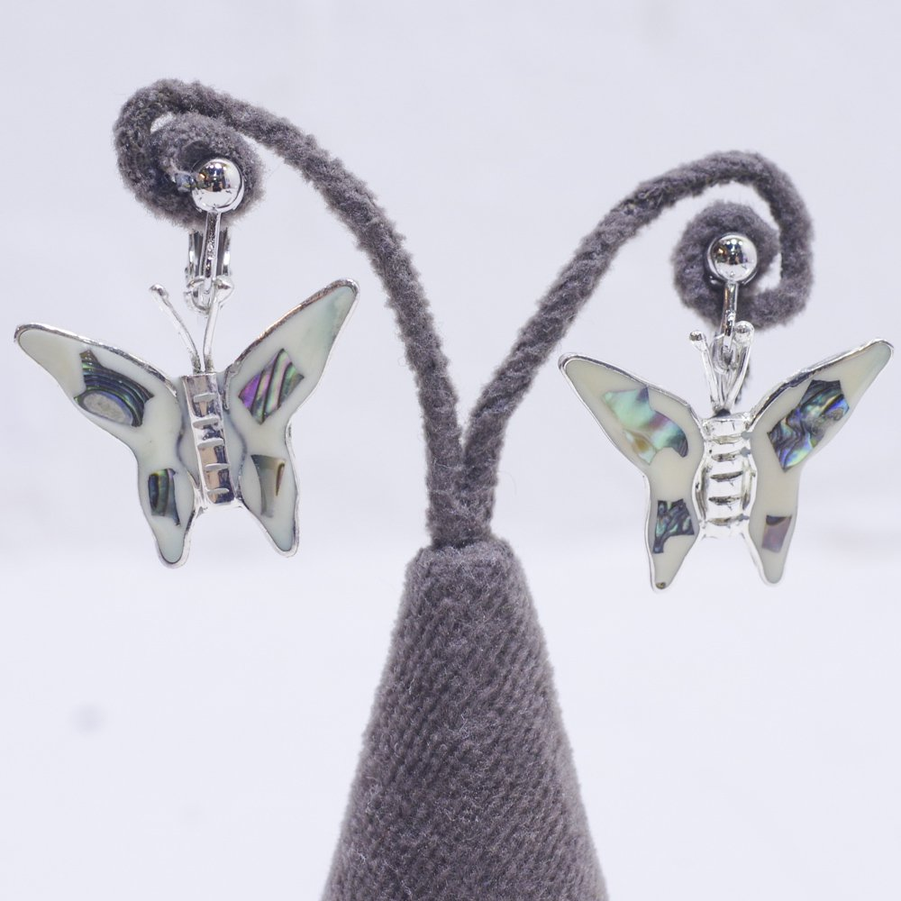 アルパカ☆貝殻蝶ピアスB ◆イヤリングに変更可◆