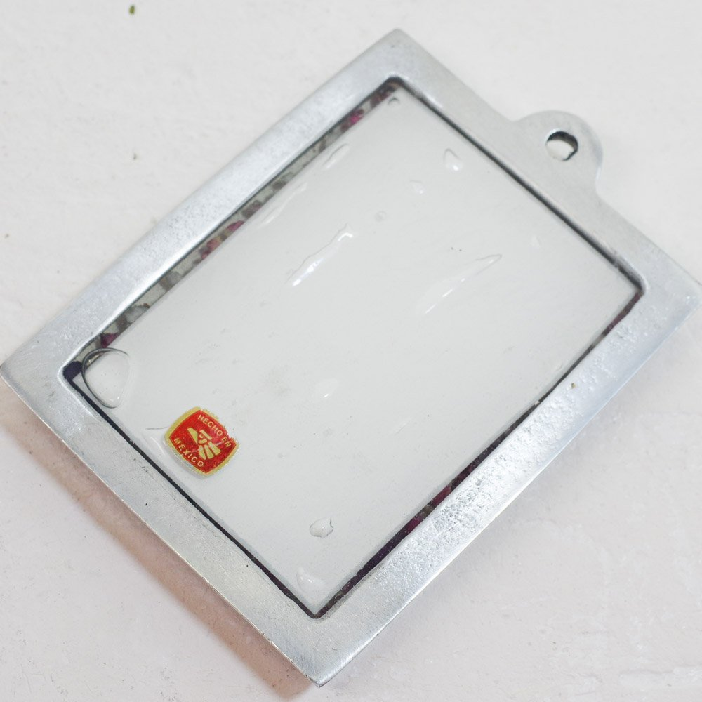 <img class='new_mark_img1' src='https://img.shop-pro.jp/img/new/icons13.gif' style='border:none;display:inline;margin:0px;padding:0px;width:auto;' />メキシコ☆生花入りピューター 壁掛け フリーダC