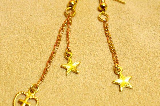小さなチャームのピアス☆クロスと星のアシンメトリー A