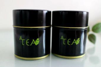 抹茶の缶 (高さ70� 直径58�)