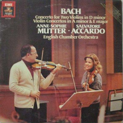 アンネ=ゾフィー・ムター / S. アッカルド 〜 イギリス室内 Orc.  バッハ 2つのヴァイオリンのための協奏曲 / ヴァイオリン協奏曲 第1番 & 第2番