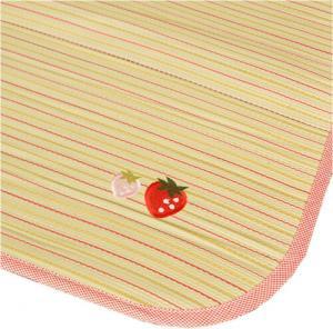 さらさら肌触りのふっくらい草ラグ かわいい「イチゴ」刺繍入 【ウレタン入り、防ダニ・防カビ加工】
