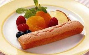 日東ベスト お米de国産いちごのスティックケーキ(冷凍)