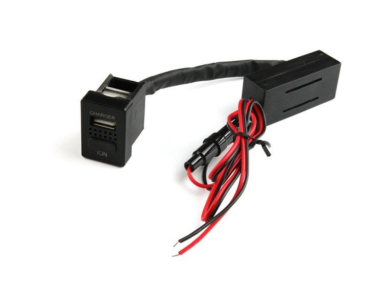 トヨタ車用 スイッチホール イオンUSBポート USB増設 ION 空気清浄 スマホ iPhone 充電 スイッチパネル 約33mm×23…
