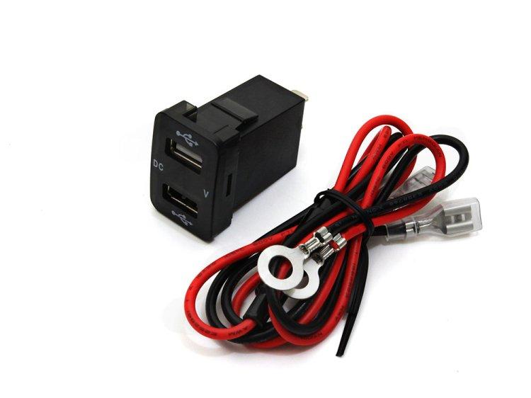 トヨタ車用 2USBポート 5V/2.1A 電圧計 スイッチホールカバー 増設USBポート スマホ充電器 約33mm×24mm