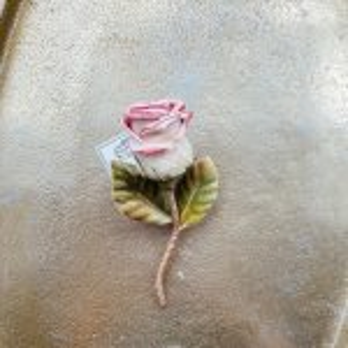 おしゃべりな薔薇ブローチ