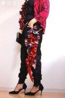 【即納】和柄サイドフリルすっきりタイプサルエルパンツ・黒赤紫レディースL〜2L