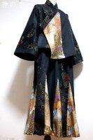 【即納】和装セットアップスーツ/黒に和柄大島調×ゴールド華