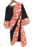 お琴衣装・和柄アシンメトリーワンピース 黒に赤花