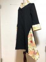 シルエット美しい 和柄着物襟風アシンメトリーワンピース 黒ゴールド桜