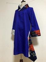 シルエット美しい 和柄着物襟風アシメントリーワンピース ロイヤルブルー×薔薇