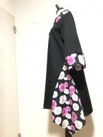シルエット美しい 和柄着物襟風アシンメトリーワンピース 黒に桃白桜 3L