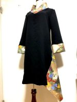 【即納】シルエット美しい 和柄着物襟風アシメントリーワンピース 黒ゴールド 2L