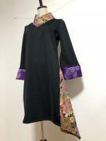 【即納】シルエット美しい 和柄着物襟風アシメントリーワンピース 紫黒孔雀 S