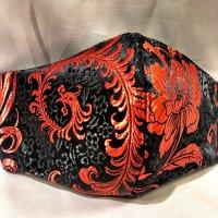 【即納】高級ジャガード 黒に赤の美しい羽根 和柄立体型マスク 不織布内蔵 通年タイプ Lサイズ