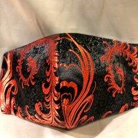 【即納】高級ジャガード 黒に赤の美しい羽根や花 和柄立体型マスク 不織布内蔵 通年タイプ LLサイズ