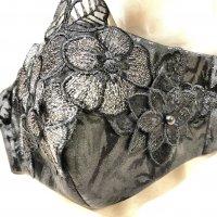 【即納】ゴージャス!黒薔薇ジャガード にお花モチーフレース 立体型マスク 不織布内蔵 通年タイプ Lサイズ