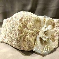 【即納】オフベージュ高級花刺繍レースにリボンビジュー 立体型マスク 不織布内蔵 LLサイズ
