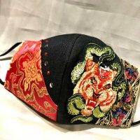 【即納】虎に蛇×黒と赤ジャガードゴールド 和柄 立体型マスク アジャスター付き 不織布内蔵 LLサイズ