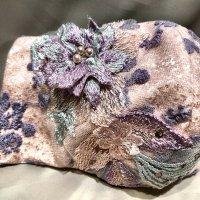 【即納】ラベンダーカラー花刺繍生地にブライダルレースモチーフ付き 立体型マスク 不織布内蔵 LLサイズ