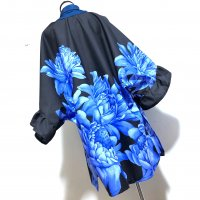 ストール風羽織たっぷりフリル着物袖 黒に大きな青花 和柄 着物リメイク