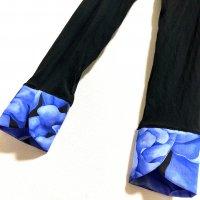 お腹すっぽり!裾変わりデザイン レギンスパンツ 黒×青大花 和柄