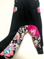 【即納】リラックス楽々股下切替サルエルパンツ 和柄 黒×サイケ花やローズピンク